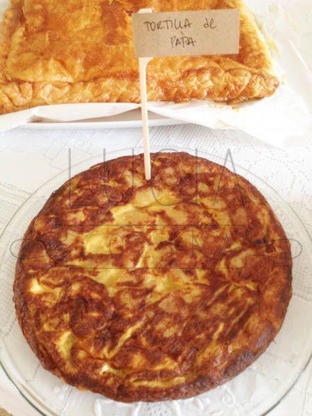 Tortilla de papa http://luciacocinabogota.blogspot.com/2014/05/primera-comunion-tipo-brunch.html