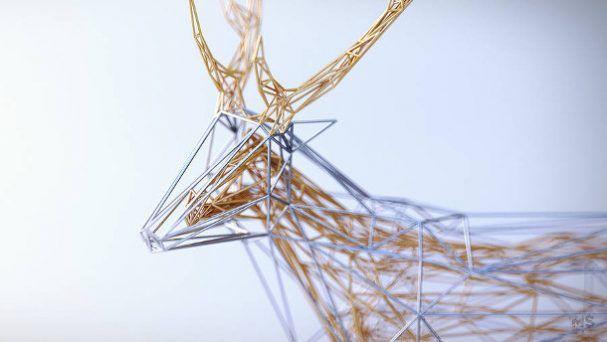 Van draad maakt kunstenaar Matt Szulik deze serie dieren. Vooral de combinatie van goud met zilver grijpt je aandacht, want het lijkt soms wel alsof een gedeelte gevangen zit in het lichaam.