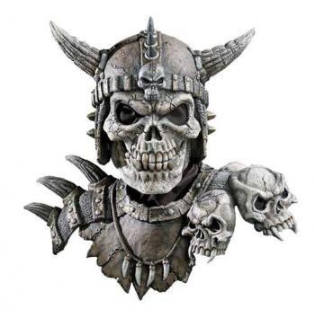 #Totenschädel_Maske in einer Art Ritterrüstung. Der Kämpfer aus der Schattenwelt verjagt #Dämonen und Böse Geister. Geniale #Halloween_Maske für deinen Auftritt als Dark Knight