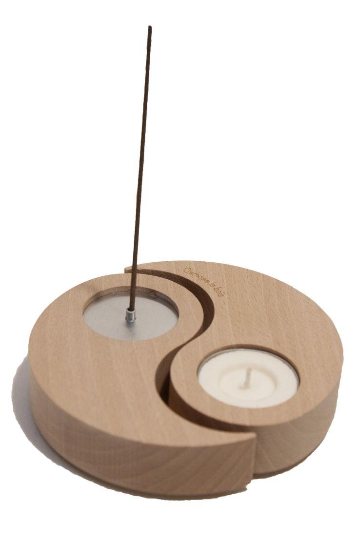 The incense burner HELIX /  Le porte-encens HELIX (érable massif). Objet divisible, le porte-encens et bougeoir HELIX créé une ambiance propice à la méditation ou, tout simplement, insuffle un équilibre chaleureux à votre intérieur