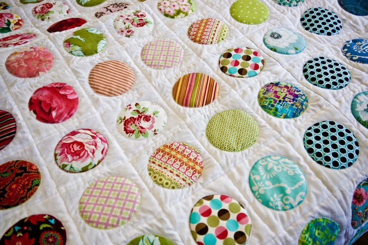 I can't understand the lenguage of this blog but I think the quilt is adorable! Maybe I can figure out how to do it from the pictures on the different posts. . . ?
