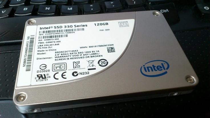 노트북에 이어 데스크탑에도 SSD 장착. 마더보드가 사타2까지 밖에 지원안하기에 최대 성능을 끌어내진 못하지만 제법 상큼하네. 일단 이거로 임시변통! 기존 1테라 HDD는 저장용도로 변경.