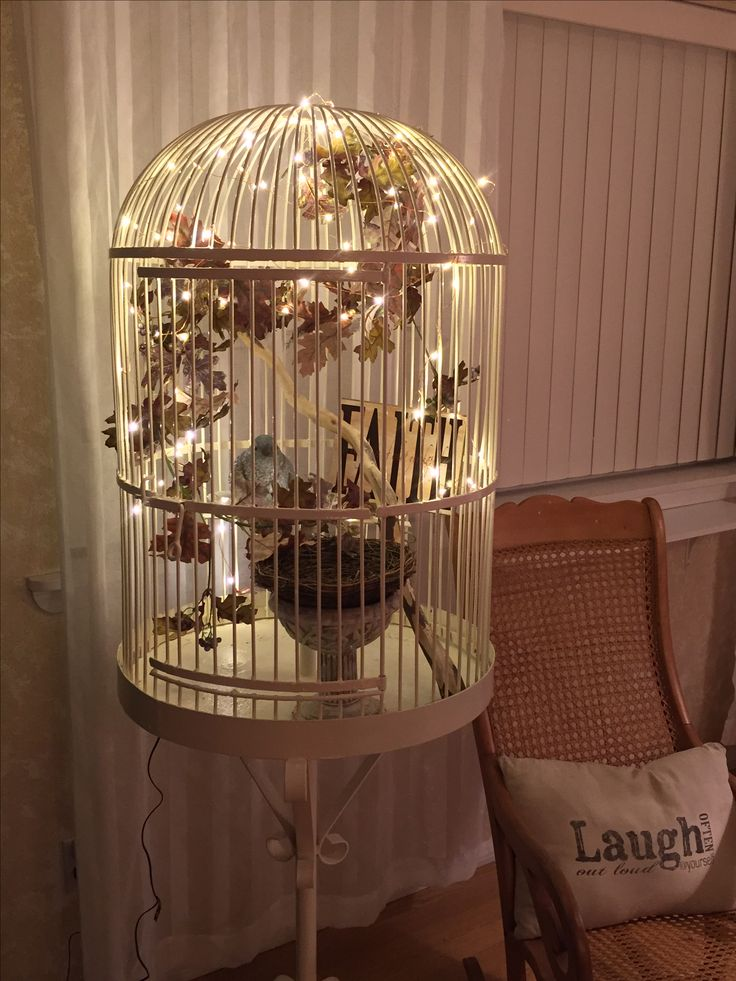 My love for birds and bird cages led me to this wonderful vintage find! All decorated for fall.