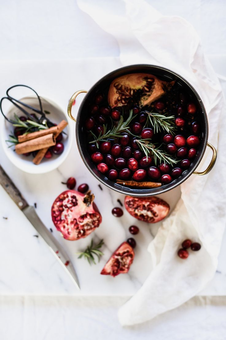 Homemade Stove Top Potpourri with Pomegranates & Cranberries – Boxwood Ave – The best ideas Homemade Potpourri, Potpourri Recipes, Stove Top Meatloaf, Stove Top Potpourri, Essential Oil Candles, Fruit Arrangements, Jamaican Recipes, Vintage Recipes, Creative Food