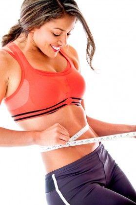 Снижаем вес правильно Что рекомендуется делать желающим похудеть на 5 кг за неделю? Прежде всего — постараться не навредить себе. Даже ценой невыполнения заветной цели. Для похудения вам нужно делать следующее. Научиться различать чувство голода и аппетит. Исключить из рациона жирную пищу. Мясо лучше предпочесть в вареном или тушеном виде, с жареным придется на время попрощаться. О майонезе — забыть полностью, салаты можно заправлять нежирной сметаной или йогуртом. А вот растительное масло