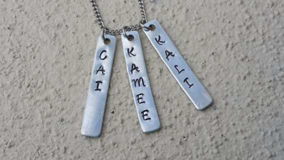 Fabriquées à la main collier nom Bar  estampillé métal  par 1320