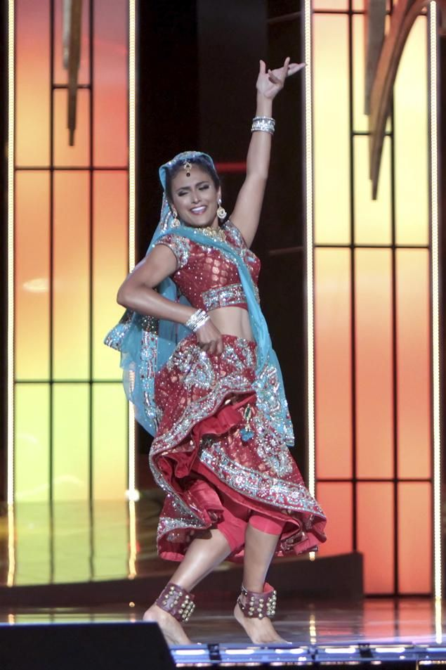New York's #Desi Nina Davuluri crowned 2014 Miss America...becomes the first Miss America of Indian descent, after wooing the judges with a Bollywood fusion dance