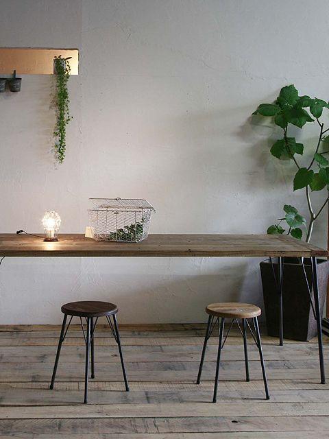 大人気の足場板♡意外と簡単におしゃれなテーブルをDIYで作り事ができますよ♪ダイニングテーブルやカウンターテーブルなどアレンジ次第♡ネットで材料は全て揃うので、気軽に選ぶ事ができて嬉しいですね。今回は足場板&鉄脚のテーブルの作り方とインテリア実例をご紹介したいと思います。ぜひ参考にしてください♪