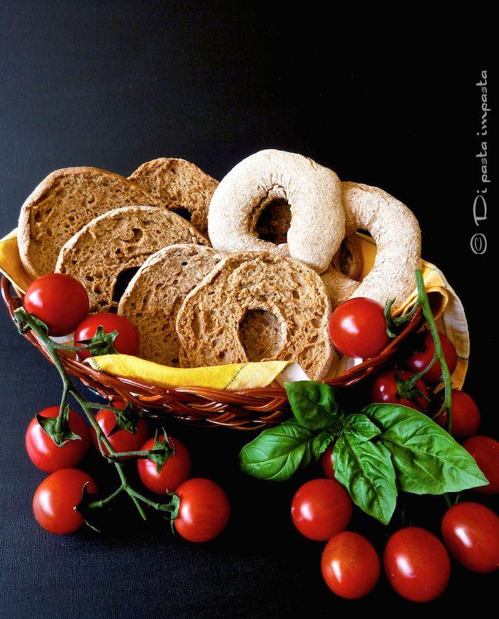 Di pasta impasta: Friselle integrali o di semola di grano duro con l...