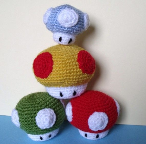 Amigurumi Crochet Mushroom : amigurumi mushrooms Crochet Pinterest Mushrooms, D ...