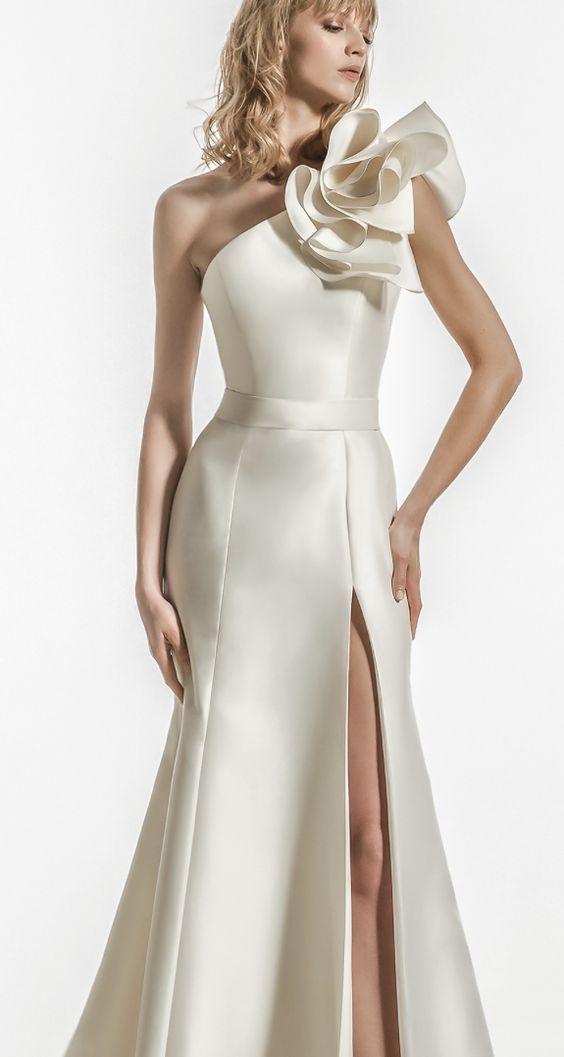 Featured Wedding Dress: Jillian;www.jillian.it; Wedding dress idea.