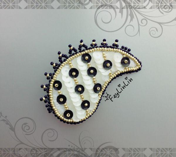 Bead embroidered brooch Paisley ||| Брошь из бисера Пейсли ________________ #FeyLinLin #paisley, #beadembrodery, #embroidery, #beads, #cute, #brooch, #beadedbrooch, #брошь, #пейсли, #вышивка, #бисер, #бисернаяброшь, #ビーズ刺繍