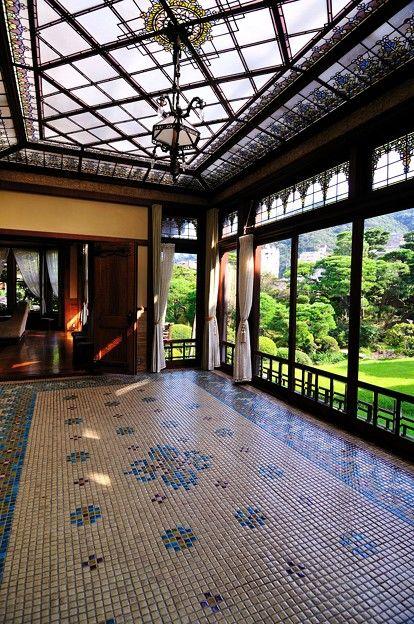 起雲閣 - 山本有三、志賀直哉、谷崎潤一郎、太宰治、舟橋聖一、武田泰淳など日本を代表する文豪たちに愛された旅館