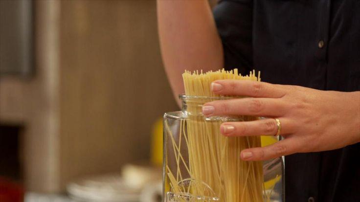 Video: Video: Spaghetti met gebakken kip, prei en look