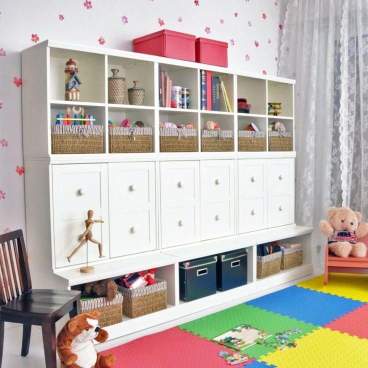 Moderne schrankwand als praktisches m belst ck im for Kinderzimmer schrankwand