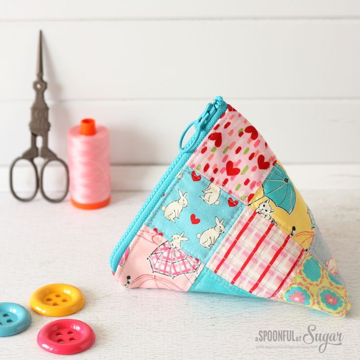 Triangle Pouch made using the Jelly Freedom Zipper