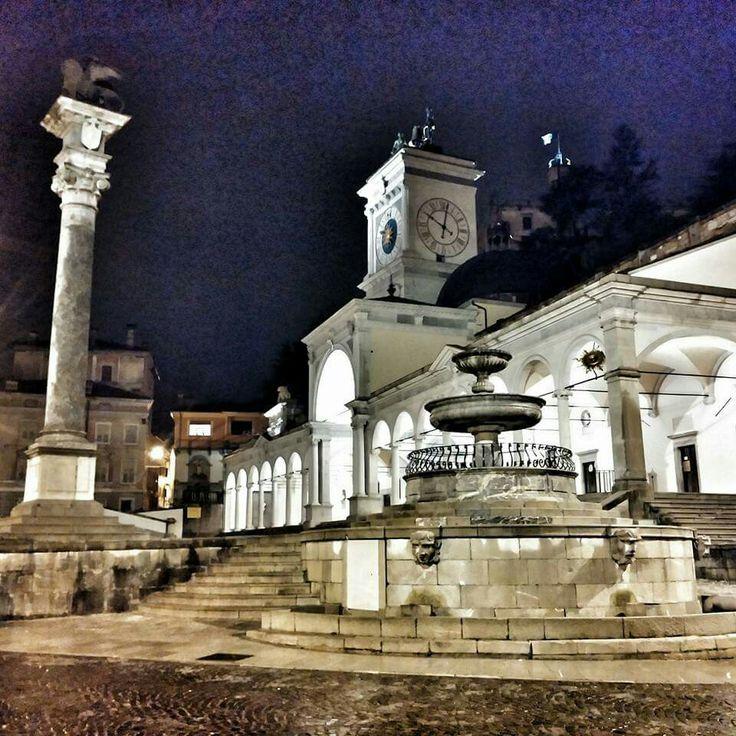 Piazza Libertà di notte