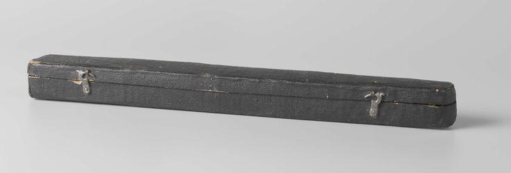 Waaierdoos van dik papier, buitenzijde beplakt met zwart papier, binnenzijde…