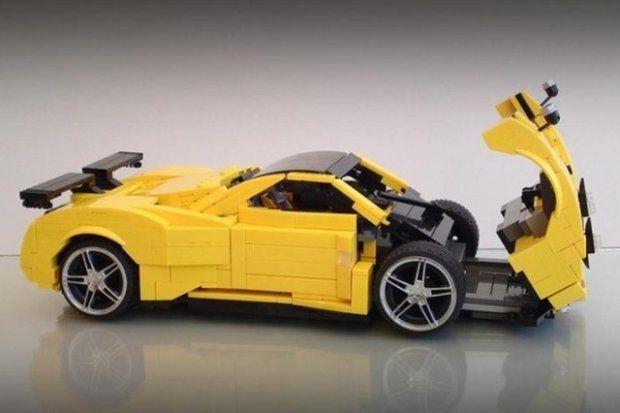 Model samochodu Pagani Zonda C12 S wykonany z klocków Lego