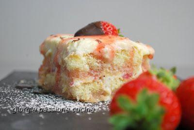 #giorgiapassionecucina: #Tiramisù #estivo alle #fragole #dolce #sweetrecipe #recipe #ricetta #blog #cucina #fragole #strawberry #savoiardi