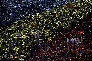 Roumanie : un drapeau géant pour protester contre le gouvernement