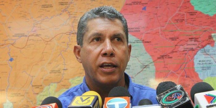 """Henri Falcón todavía no sabe si quiere ir a las elecciones #22Abril -  Henri Falcón, el único precandidato opositor, todavía evalúa si inscribir o no su candidatura ante el Consejo Nacional Electoral (CNE) deVenezuelapara las elecciones presidenciales del próximo #22Abril, en las que el presidente Nicolás Maduro aspira a la reelección. """"Estamos observando los aco... - https://notiespartano.com/2018/02/25/henri-falcon-todavia-no-sabe-quiere-ir-las-elecciones-22a"""