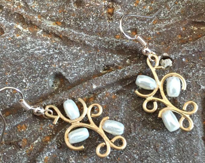 Pearl Earrings, Mother Jewelry, Vintage Style Jewelry, Pearl Jewelry, Grad Earrings, Dainty Earrings, Prom Earring