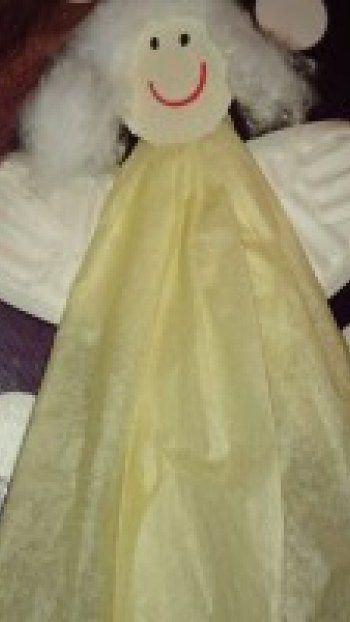 Hjemmelavet engel af silkepapir og paptallerken, som de små også kan være med til.