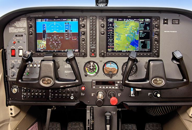 """So want to fly a 172 with this set up!  Cessna 172S equipped with a Garmin 1000 """"Glass Cockpit"""""""
