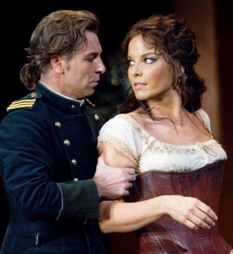 Elina Garanca and Roberto Alagna in Bizet's Carmen.