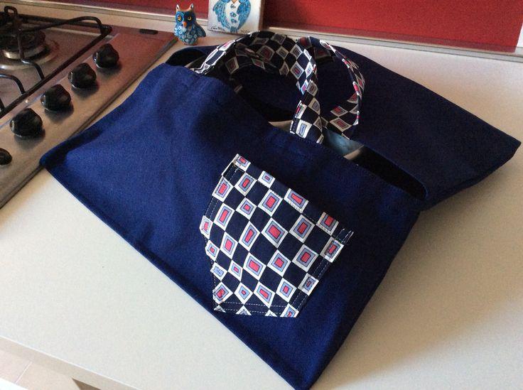 Porta torta in cotone con inserti vintage e tasca per contenere un messaggio.