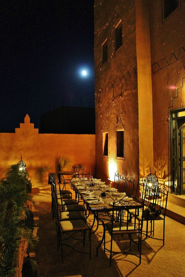 """A pool side dinner with an """"ordered"""" full moon, Riad Bouchedor in Ouarzazate… Come with us and we´ll worry about takinguthere. (share and comment pls)  #Ouarzazate #Morocco #Marrocos #Adventure #Travel #Viagem #Takinguthere"""