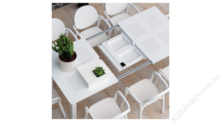 Lassan összegyűlik a család... A tűzhelyen vagy akár jó időben a grillen készülnek az ínycsiklandó falatok... Lassan készítjük az asztalokat... Vagy egy is elég? :D Igen!  Levante bővíthető kerti asztal - Több színben  - Bővíthető kerti asztal polipropilénből - DurelTOP asztallappal - Festett alumínium, szintezhető lábak - Tartós, időjárásálló és stílusos - Négyféle színben kapható - Könnyen tisztítható - Méretek: 160-220x100x74 cm