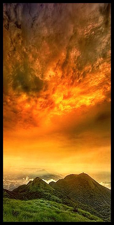 The top of the Tuen Tuen ♦ Hong Kong ♦ CHNA  #by a0931342819 李 萬豐 #sunset amazing sky clouds yellow orange red #hongkong