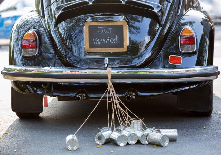 Bij Moedies zijn we dol op een romantisch en origineel huwelijkscadeau.Ga je zelf trouwen of ben je uitgenodigd voor een huwelijk, dan kan een sliert kletterende blikjes achter de trouwauto echt niet ontbreken! Met dit super romantische diy-pakket jaag je de boze geesten weg enben je verzekerd van een gelukkig huwelijk. Fijn toch?!