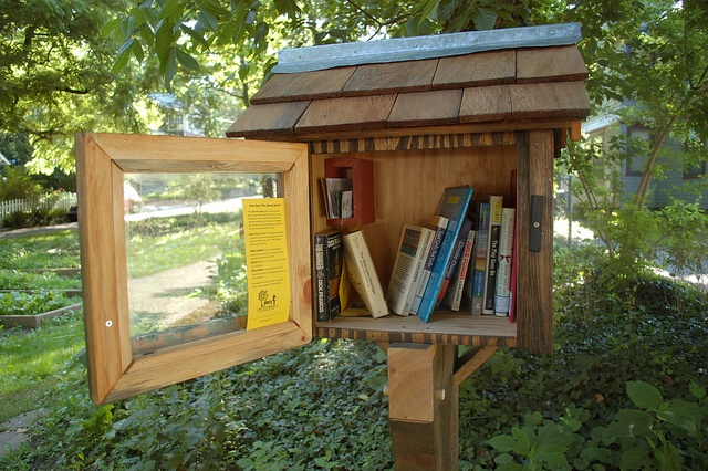 little montford library (leave a book, take a book) by Miscellanie, via FlickrDreams, Book Worth, Little Free Libraries, Bookish Stuff, Wonder Ideas, Book Libraries, Montford Libraries, Books Reading, Libraries Leaves