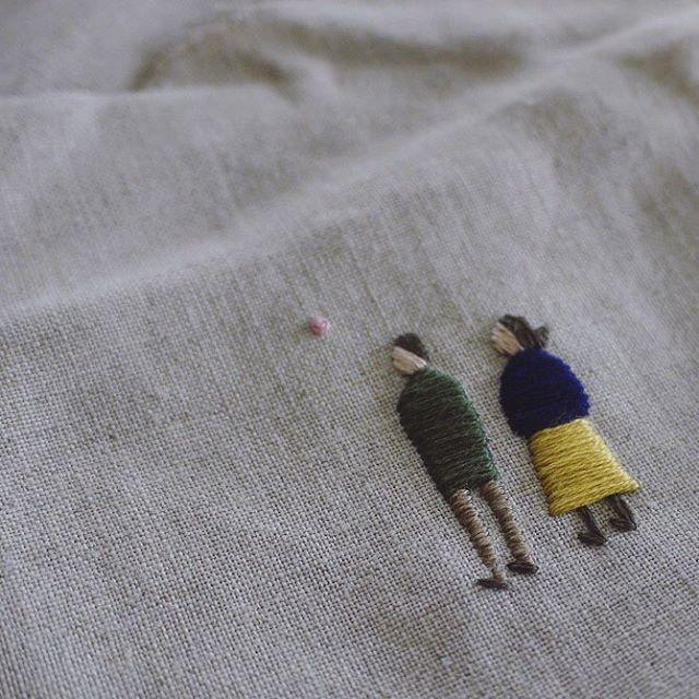 ほのぼの系の小さな二人👫 . . . #embroidery #刺繍 #刺しゅう #handmade #needlework #linen #stitch #handembroidery #stitching #handstitched #floral #botanic #botanical #broderie #bordado #stickerei #ricamo #刺绣品 #자수