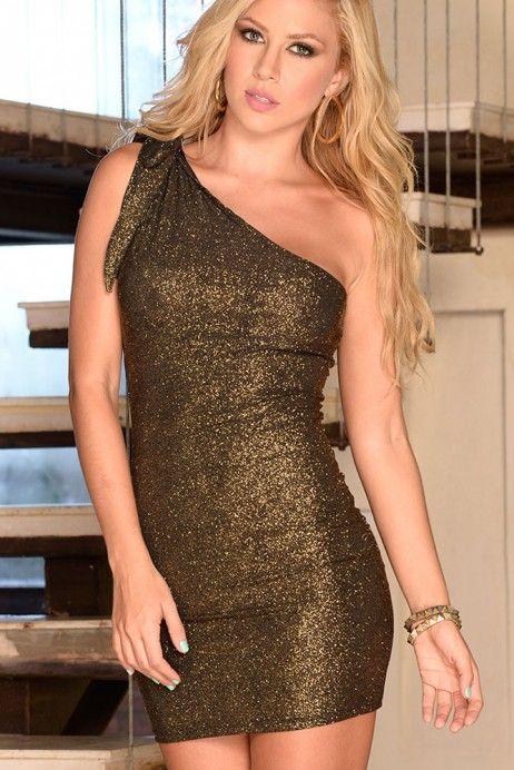 Orice femeie are nevoie de o rochita eleganta scurta si care sa o faca sa straluceasca, la propriu!