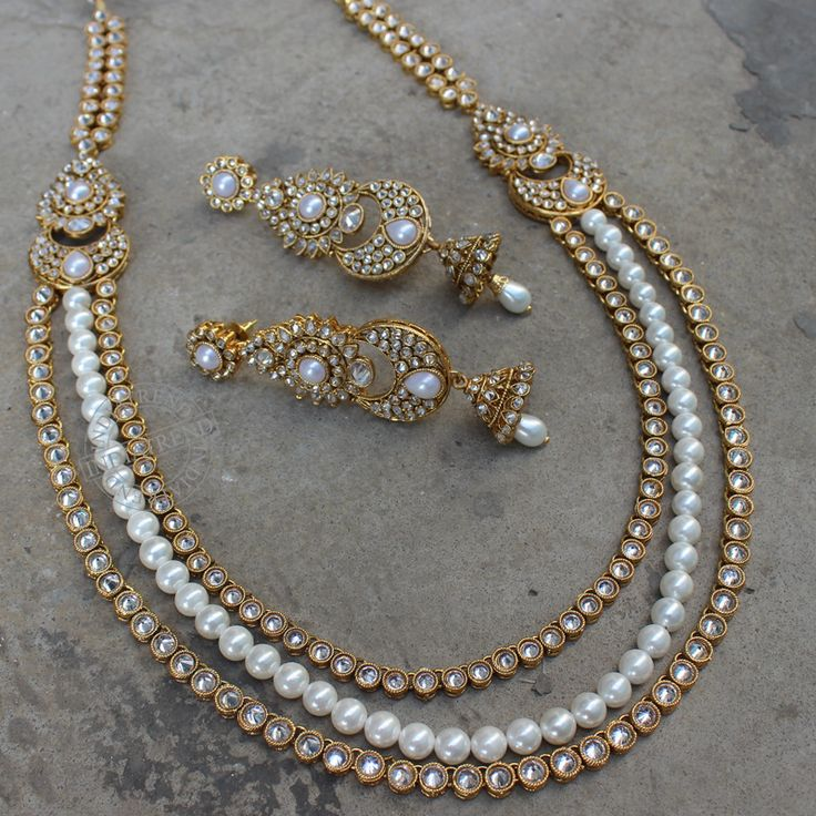 The SHAINA NECKLACE + EARRINGS  by Indiatrend. Shop Now at WWW.INDIATRENDSHOP.COM