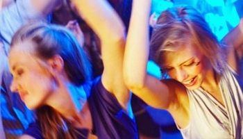Disco dans er en sjov idée til en polterabend, tag gerne et kik på flere aktiviteter på: http://polterabend.cc/polterabend-aktiviteter