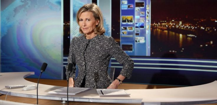Claire Chazal a présenté les JT du week-end pendant 24 ans. (PATRICK KOVARIK / AFP)
