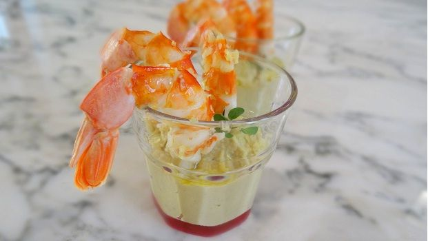 Bicchiere con crema di ceci e melanzane