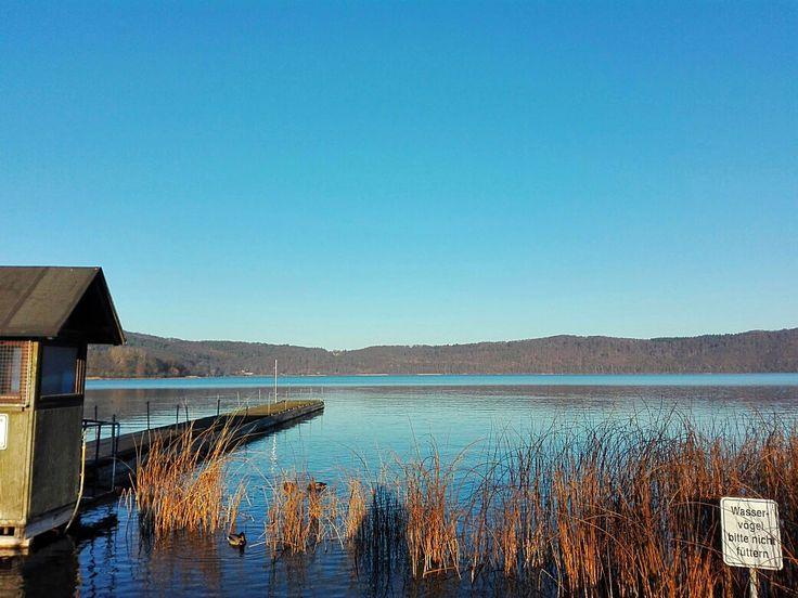 Ein Artikel über den Laacher See und das Benediktinerkloster Maria Laach