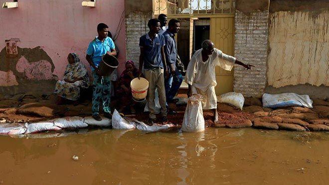 فيضانات قياسية تتسبب في قتلى وخسائر فادحة في السودان وصل منسوب مياه الفيضانات في السودان السودان فيضانات السيول Www Alayyam Info In 2020 Sudan Flood New World