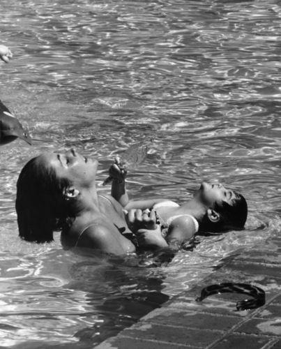 Ален Делон с сыном Энтони Ава гарднер с матерью Шон Бин и его шикарные дочки братья Лето с любимой мамой Алекс Скарсгаард с мамой и с папой Энди Макдауэлл со старшей дочкой Рейни Джон Войт со своими детьми Анджелинка с выводком в Корее Энн Хэтэуэй с мамой Кейт, 2005 год Тоби Магуайр с сыном семья…