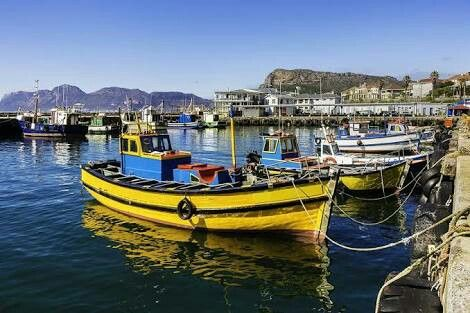 Interesting places to visit... Kalk Bay, to look at the quaint old fishing harbour. Buy ice-creams and ambled down the main road, packed with antique shops, art galleries and restaurants..... #outandabout #southafrica #photosafari #tourism #extremefrontiers #bush #adventure #holiday #vacation #safari #tourist #travel