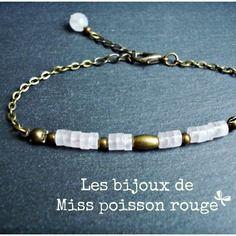 """Bracelet cécile - métal bronze, breloque feuille bronze et perles semi-précieuses quartz rose pâle. Signé """"les bijoux de Miss poisson rouge""""."""