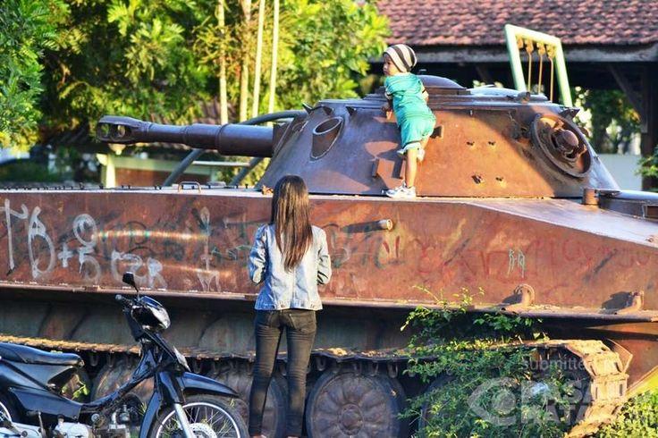 Asyiknya Bermain di Atas Tank Bekas • #Wisata   PasangMata