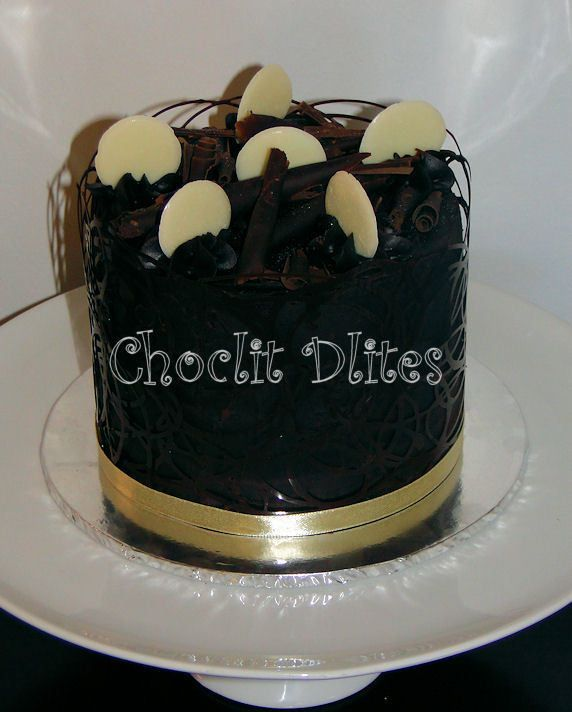 Chocolate cake with discs