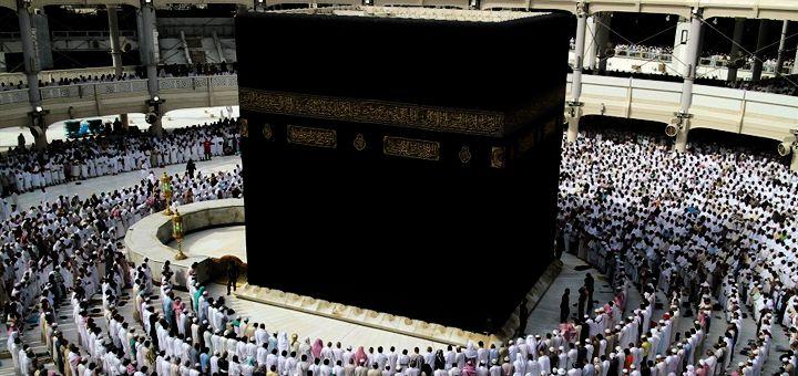Umat Islam Menyembah Kabah